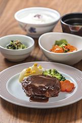 アズハイム横浜東寺尾(介護付有料老人ホーム)の画像(9)夕食例