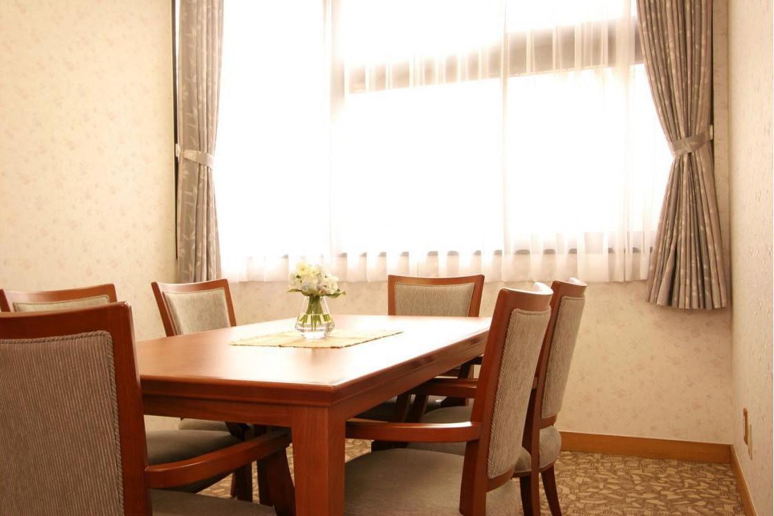 グランダ保土ヶ谷・横浜(介護付有料老人ホーム(一般型特定施設入居者生活介護))の画像(4)1F 談話室
