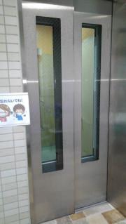 リリィパワーズレジデンス高田東(サービス付き高齢者向け住宅)の画像(10)エレベータ前