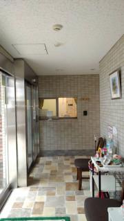 リリィパワーズレジデンス高田東(サービス付き高齢者向け住宅)の画像(9)受付前