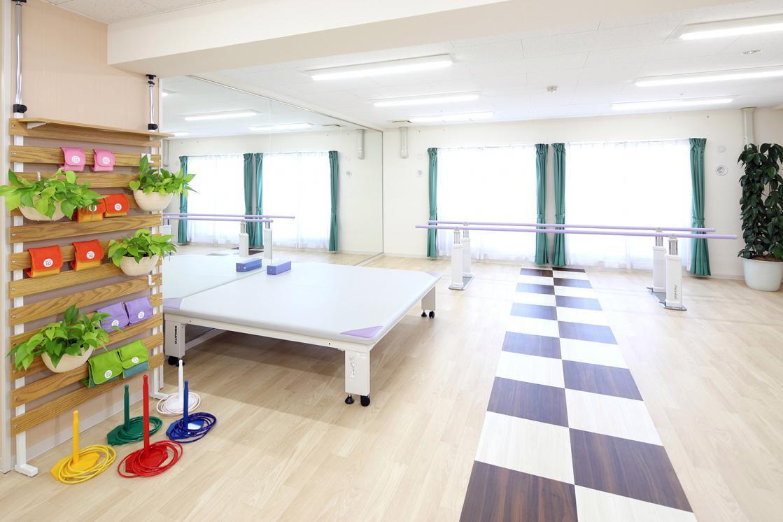 メディカル・リハビリホームくらら戸塚(介護付有料老人ホーム(一般型特定施設入居者生活介護))の画像(9)機能訓練室