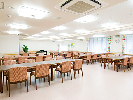グッドタイムナーシングホーム・港南台(介護付有料老人ホーム)の画像(8)食堂