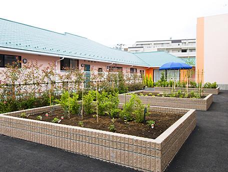 グッドタイムナーシングホーム・港南台(介護付有料老人ホーム)の画像(12)中庭