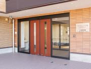ライフコミューン上大岡(介護付有料老人ホーム)の画像(2)施設玄関