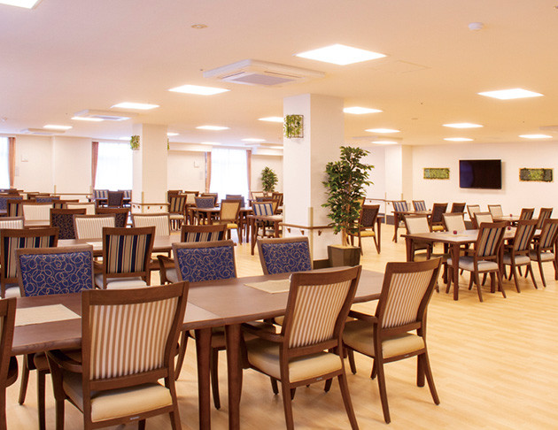 ライフコミューン上大岡(介護付有料老人ホーム)の画像(4)食堂兼機能訓練室