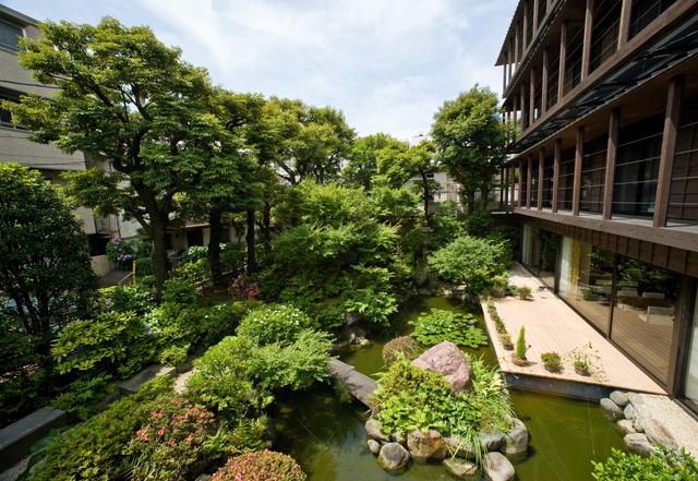 クラシックガーデン文京根津(介護付有料老人ホーム)の画像(3)外観・中庭