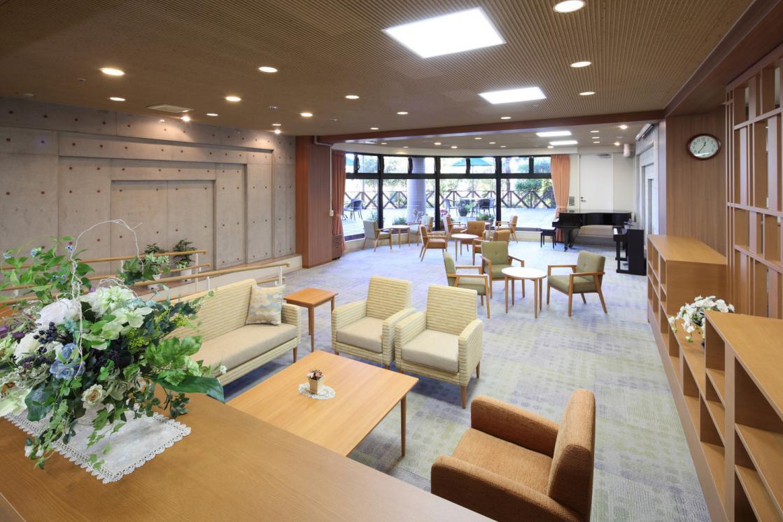 メディカルホームくらら青葉台(介護付有料老人ホーム(一般型特定施設入居者生活介護))の画像(4)1F ラウンジ