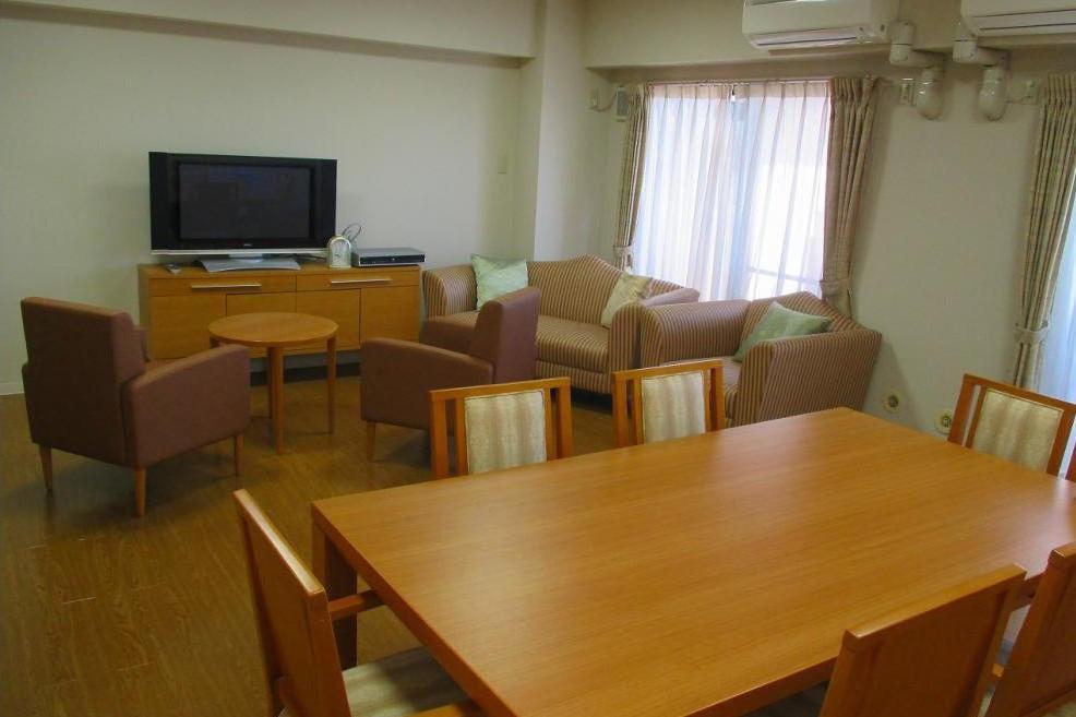 メディカルホームくらら青葉台(介護付有料老人ホーム(一般型特定施設入居者生活介護))の画像(6)3F ラウンジ