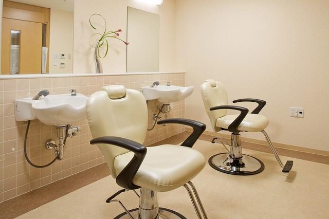 ニチイホームセンター北(介護付有料老人ホーム)の画像(8)綺麗な理美容室完備。