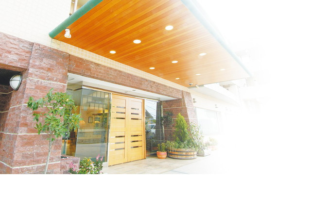 SOMPOケア ラヴィーレあざみ野(介護付有料老人ホーム)の画像(2)玄関