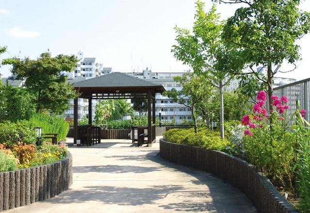 SOMPOケア ラヴィーレあざみ野(介護付有料老人ホーム)の画像(15)屋上庭園②