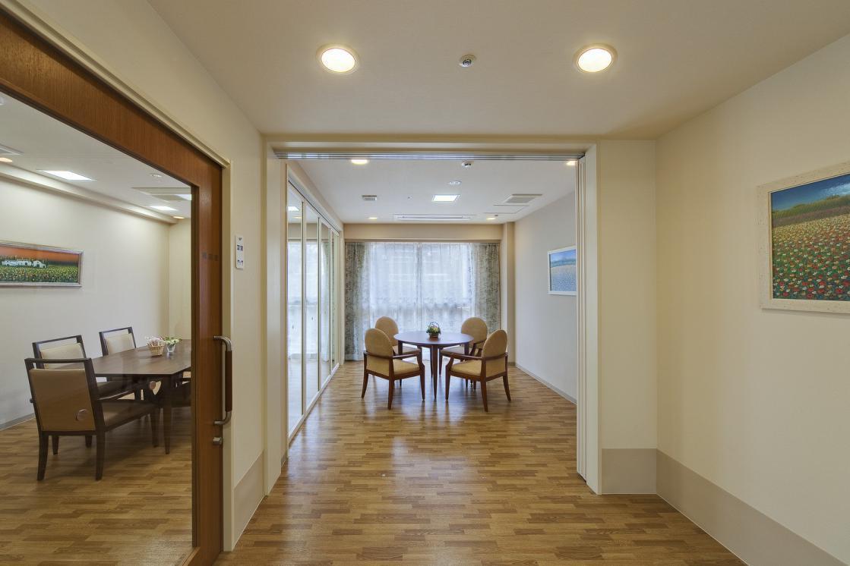メディカルホームまどか西大井(介護付有料老人ホーム(一般型特定施設入居者生活介護))の画像(4)1F 談話スペース