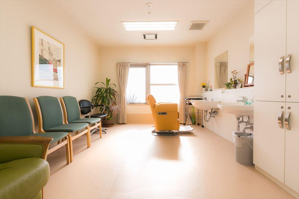 ゆうゆうassistナーシングホーム北久里浜(介護付有料老人ホーム)の画像(7)リフレッシュルーム