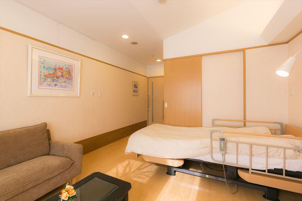 ゆうゆうassistナーシングホーム北久里浜(介護付有料老人ホーム)の画像(9)居室1