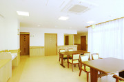 ツクイ・サンシャイン三浦(介護付有料老人ホーム)の画像(4)食堂