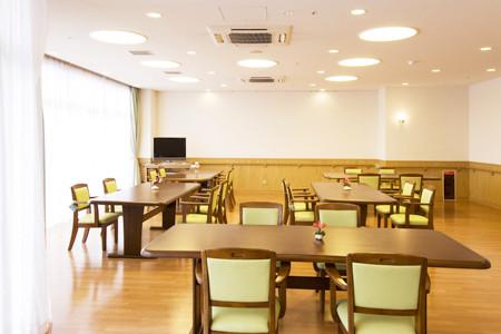 ツクイ・サンシャイン三浦(介護付有料老人ホーム)の画像(5)食堂