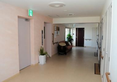 ミモザ白寿庵鎌倉(サービス付き高齢者向け住宅)の画像(8)共有廊下スペース