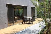 グランダ学芸大学(介護付有料老人ホーム(一般型特定施設入居者生活介護))の画像(9)1F ウッドデッキ