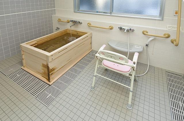 サンライズ・ヴィラ伊勢原(介護付有料老人ホーム)の画像(5)個浴(ヒノキ浴槽)
