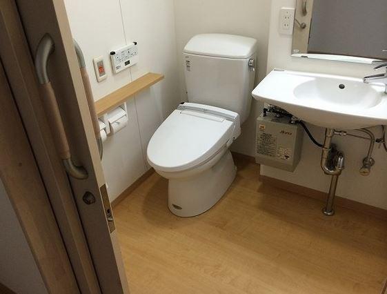 ホームステーションらいふ指扇(介護付有料老人ホーム)の画像(5)居室内トイレ