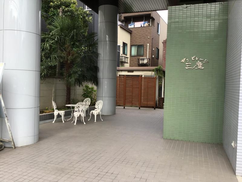 サンビレッジ三鷹(介護付有料老人ホーム)の画像(11)正面玄関3