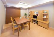 SOMPOケア ラヴィーレ小田原(介護付有料老人ホーム)の画像(8)談話室
