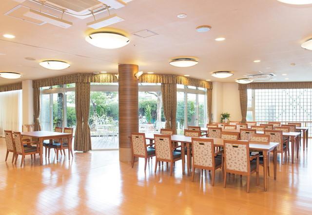 SOMPOケア ラヴィーレ小田原(介護付有料老人ホーム)の画像(6)食堂