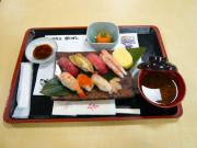 ベストライフ吉祥寺Ⅱ(住宅型有料老人ホーム)の画像(4)お食事(お寿司)