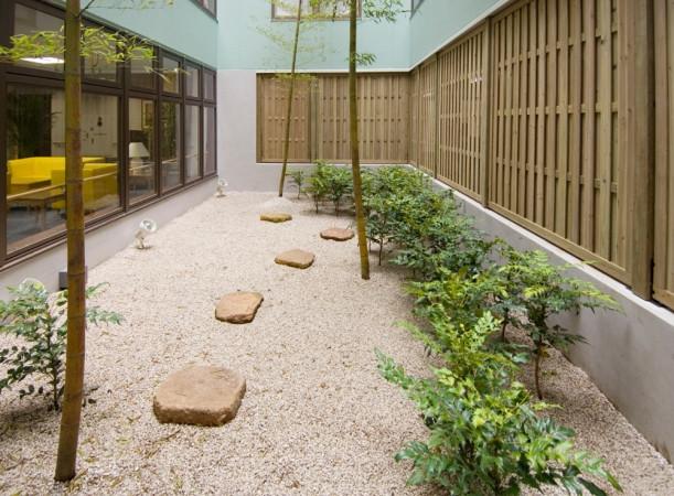 ライフコミューン生田(介護付有料老人ホーム)の画像(6)吹抜け庭園