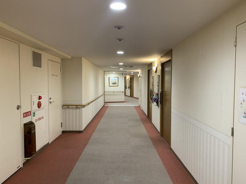 クラシック・コミュニティ横浜(サービス付き高齢者向け住宅)の画像(26)広い廊下