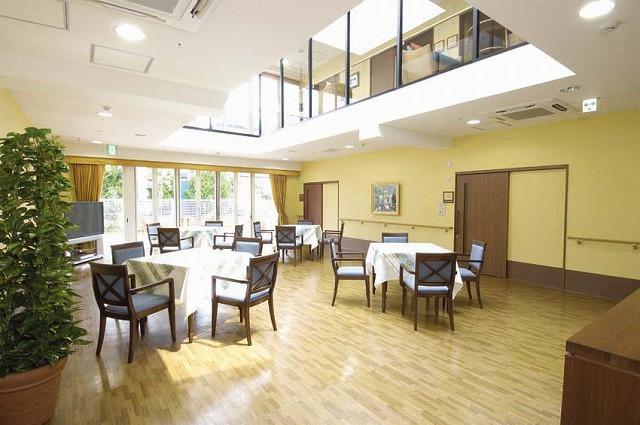 フェリエドゥ鵠沼海岸(介護付有料老人ホーム)の画像(3)食堂