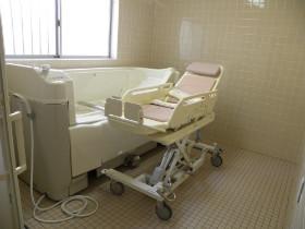 シニアフォレスト湘南平塚(介護付有料老人ホーム)の画像(15)機械浴室