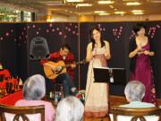 シルバーシティ武蔵野(介護付有料老人ホーム)の画像(22)ギターコンサート