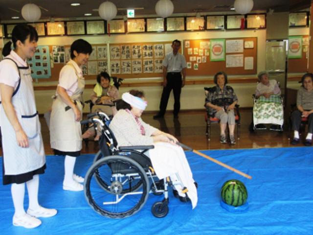 シルバーシティ武蔵野(介護付有料老人ホーム)の画像(25)すいか割り