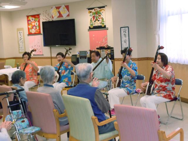 シルバーシティ聖蹟桜ヶ丘(介護付有料老人ホーム)の画像(15)津軽三味線コンサート