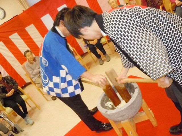 シルバーシティ聖蹟桜ヶ丘(介護付有料老人ホーム)の画像(26)お餅つき