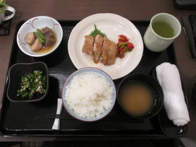 チャームスイート新宿戸山食事