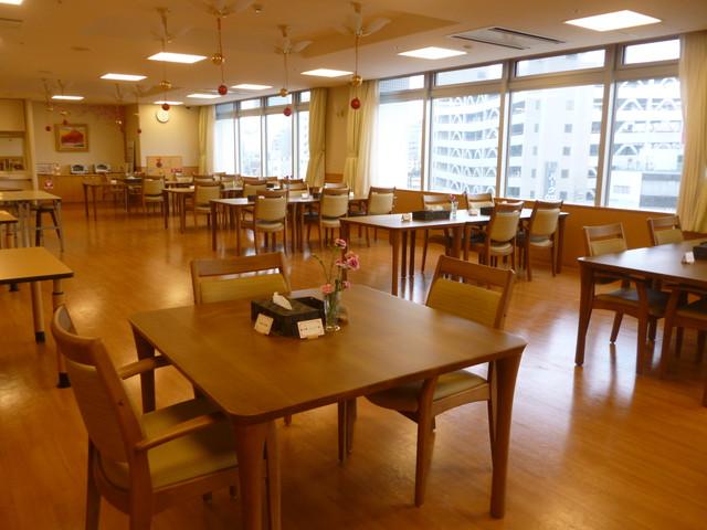 ツクイサンシャイン横浜野毛食堂
