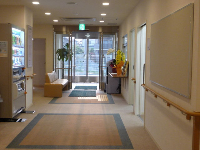 フローレンスケア横浜森の台玄関